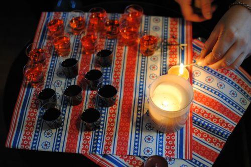 šūviai,vakarėlis,alkoholis,jaunas,Jurgemisteris,gerti,gerti,žvakė,brendis,naktinis gyvenimas,romas,baras,naktis