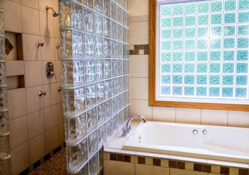 dušas,vonia,vonia,keramikinė plytelė,stiklo blokeliai,langas,SPA,vonia,vonia,dušo purkštukai