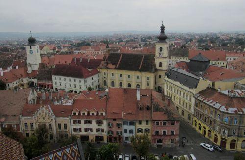 sibiu,transilvanija,romanija,pastatai,Senamiestis,panorama,debesis,nepatogus oras