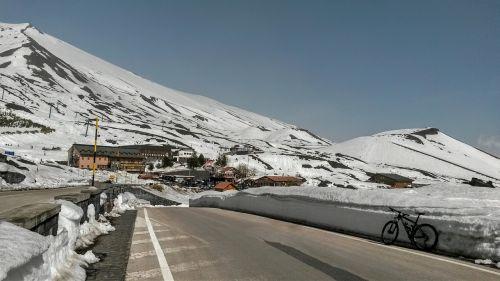 sicilija,etna,dviratis,sausis,sniegas