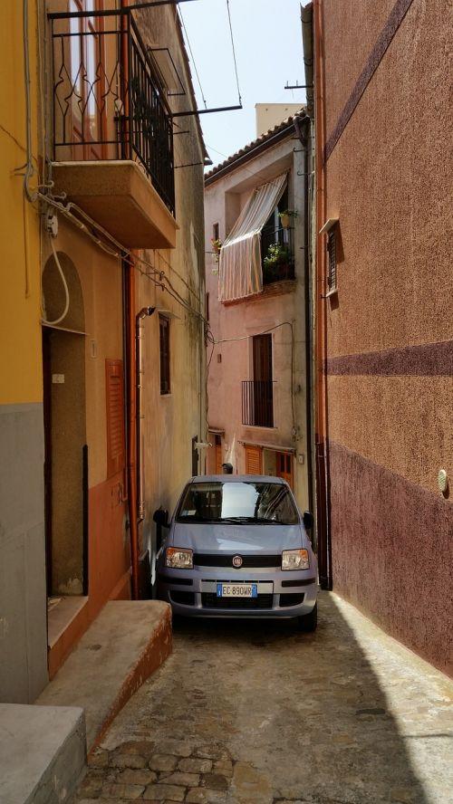 sicilija,kaimas,siauras kelias