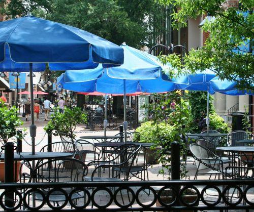 šaligatvių kavinė,šaligatvių restoranas,stalai,kėdės,skėčiai,lauko valgomasis,lauko kavinė,gatvės kavinė,lauko valgomasis,atvira oro kavinė,atviras restoranas,kalvotas geležis,kavinė,restoranas,laisvalaikis,miestas,charlottesville va,šaligatvis