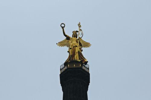 siegessäule,Berlynas,kapitalas,orientyras,lankytinos vietos,aukso dar,dangus,auksas,turistų atrakcijos,angelas,Vokietija,paminklas,įvedimas,skulptūra,menas,tiergarten,statula,miestas,didelis miestas,kosmopolitinis miestas