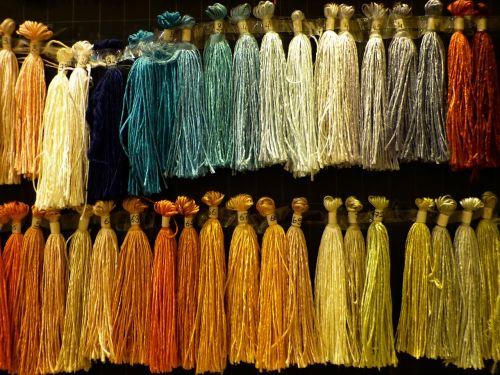šilkas,sriegis,žaliavinis šilkas,verpalai,pinti susiejimas,spalvos,spalva,spalvinga,pakabinti
