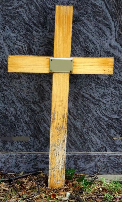 kapinės, kapinėse, krikščionis, krikščionys, krikščionybė, kryžiai, kirsti, kryžius, nukryžiuotas, religija, religinis, religijos, kapas, kapai, kapinės, kapinės, kapas, kapai, kapinės, kapinės, mirtis, miręs, palaidoti, laidojimas, laidotuves, laidotuves, paprastas medinis kryžius su vardine plokšte