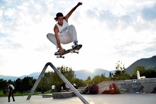 skate,skateboarden,važinėjimas riedlente,sportiškas,berniukas,linksma,riedlentė,lenta,riedlenčių parkas,italy