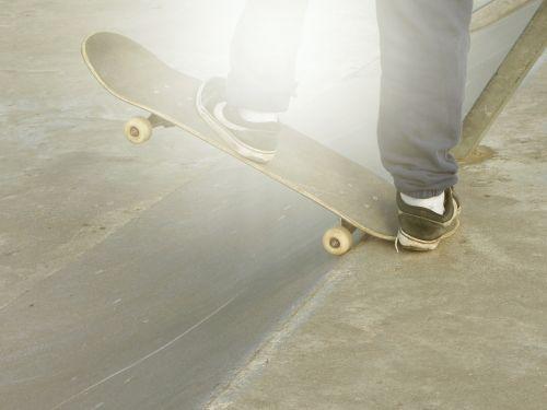 skate,čiuožimo,berniukas,vasara,riedlenčių parkas,veikla,parkas