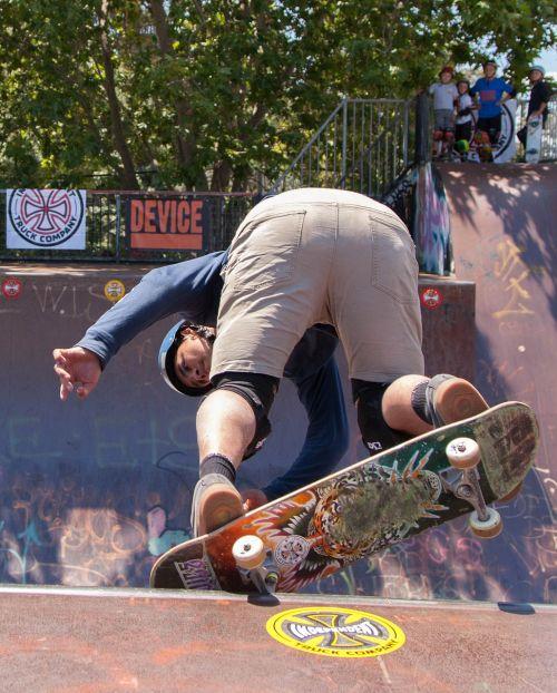 važinėjimas riedlente,skate,šlifuoti,riedlentė,ekstremalios,skateboarder,čiuožimo,gyvenimo būdas,lenta,Sportas,aktyvus,praktika,parkas,lauke,jaunas,riedlenčių parkas,miesto,stilius,gatvė,avalynė,jaunimas,laisvalaikis,veiksmas,energija,rampa,kojos,dinamiškas,Atletiškas,linksma,vyras,važiuoti,sportiniai bateliai,Saunus,veikla,nosies šlifavimas