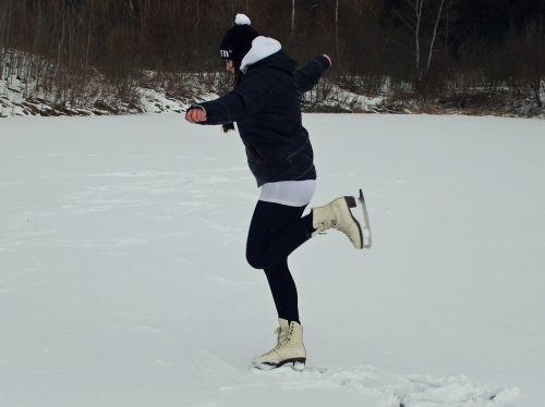 čiuožimo,mergaitė,žiema,ledas,charakteris