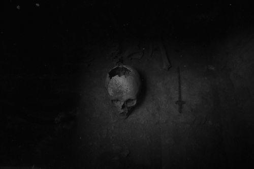 kaukolė,kaulai,nero,likimas,skeletas