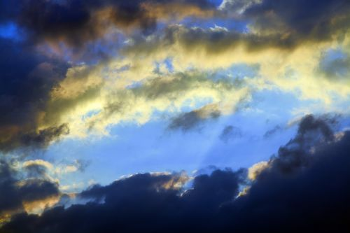 dangus,debesys,tamsūs debesys,audros debesys,tamsus dangus,audra,oras,niūrus