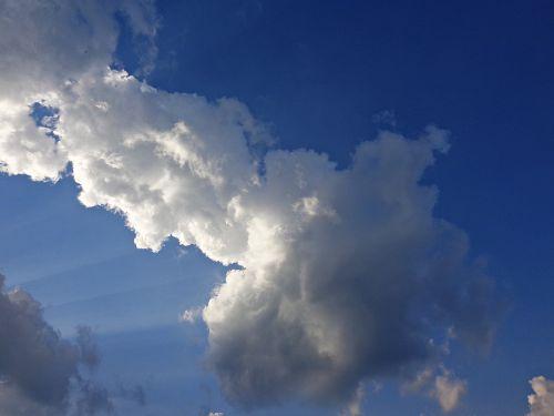 dangus,debesis,gamta,debesų danga,mėlynas dangus,glomerulus,debesys,mėlynas,balta,fonas,spinduliai,oras,lietaus debesys,dangaus debesys,giedras,debesys kļębiasta,po audros,saulės spinduliai,aura,tamsūs debesys,po lietaus,audra,lietus,tapetai