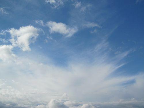 dangus,dangaus mėlynumo,debesys,mėlynas,balta,šviesus,dangaus,farbenspiel,debesuotumas,sprogimas,gamta,šviesiai mėlynas,gražus
