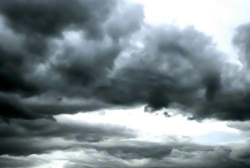 dangus,debesys,audros debesys,dienos metu,lauke,oras,Debesuota,pavasario audros debesys
