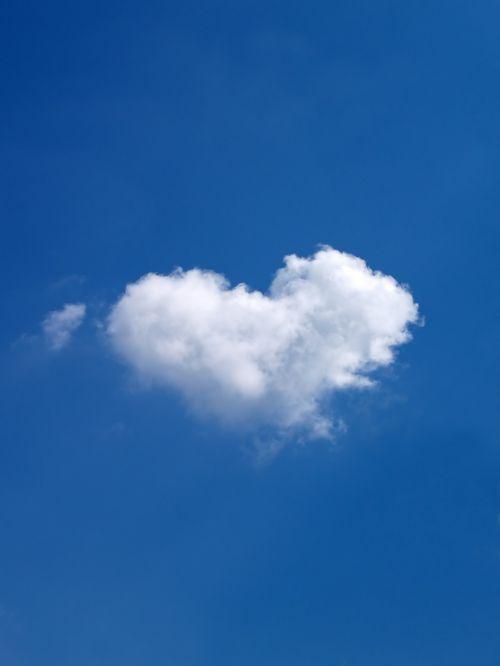 dangus,debesis,balta,baltas debesys,mėlynas dangus,debesys formos,mėlynas,gamta,gražus,romantika,romantiškas,meilė,širdis,Širdies formos,širdies formos
