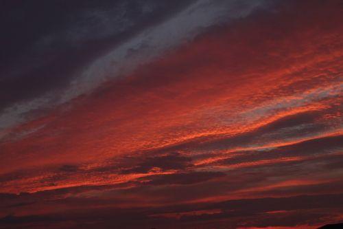 dangus,saulėlydis,saulėtekis,raudona,dusk,aušra,rytas,vakaras,cloudscape,gyvas,spalvos,naktis,spalvinga,horizontas,dangus,dangus,dramatiškas