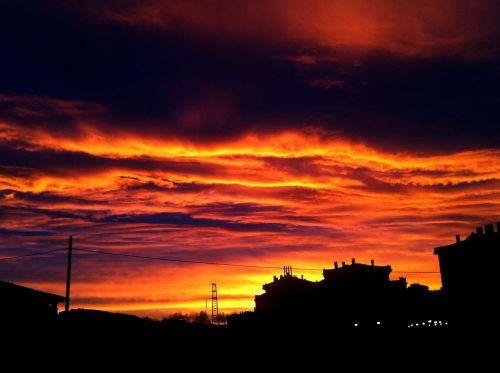 dangus,aušros dangaus,gražus saulėtekis,rudens aušra,raudona aušra,aušra,saulėtekio oranžinė