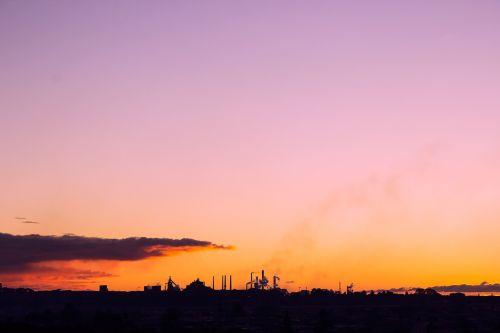 dangus,siluetas,saulėlydis,gamta,saulėlydžio dangaus,dangaus fonas,dusk,gamykla,pramoninis,industrija,kraštovaizdis