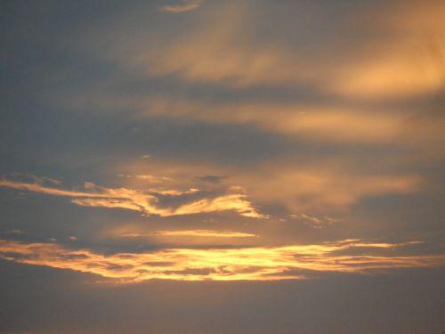 dangus,saulėlydis,saulėlydžio dangaus,saulėtekis,saulės šviesa,dangus,cloudscape,fonas,dangaus debesys,debesuota dangaus