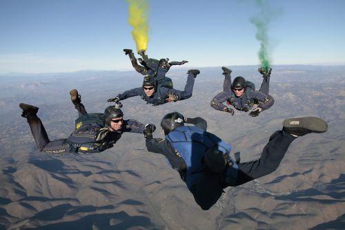 sklandytuvu,laisvas kritimas,komanda,parašiutas,laisvas kritimas,Sportas,aukštas,formavimas,komandinis darbas,jaudulys,šokinėti,kritimas,grupė,žmonės,gravitacija