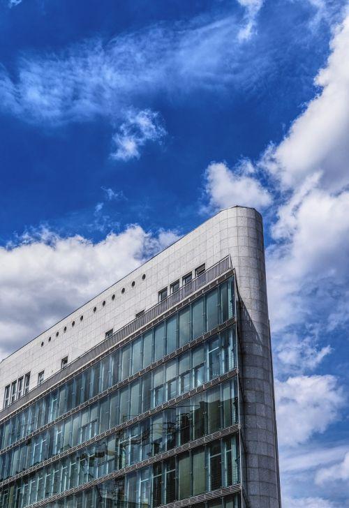 dangoraižis,Berlynas,architektūra,pastatas,langas,fasadas,šiuolaikiška,stiklas,miestas,namo priekis,stiklo fasadas,veidrodis,dangus,debesys,namo fasadas