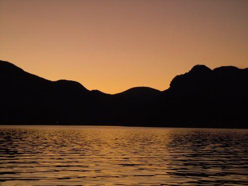 miega moteris,saulėlydis,gamta,vanduo,vakaras,dangus,ežeras,oranžinė,horizontas,twilight,atspindys,kraštovaizdis