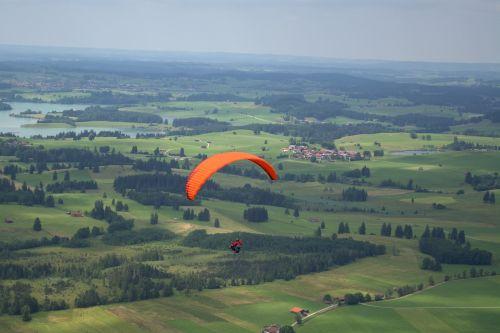 stumdomas ekrano įtrūkis,paragliding,oro sportas,transporto priemonė,vasara,eksterjeras,Ekstremalus sportas,dangus,mėlynas,sportas ir fitnesas,skristi,slide