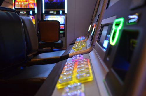 Lošimų automatas,azartiniai lošimai,priklausomybe,lizdas,kazino,stalo kazino,arcade,spielothek