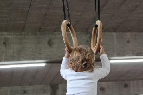 mažas vaikas,žiedas,gimnastika,priklausyti,sporto įranga