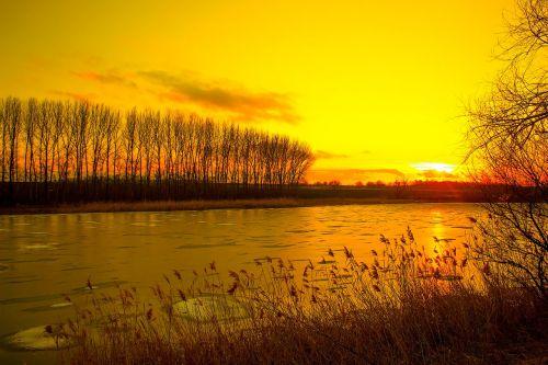 mažoji upė,saulėlydis,prie upės,dangus,gamta,kraštovaizdis,vasara,vakarinė upė,atostogos,upė,maudytis,papludimys