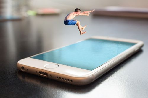 išmanusis telefonas,iphone,obuolys,šokinėti,vasara,berniukas,vaikas,vanduo,baseinas,montavimas,manipuliavimas,foto montavimas,Photoshop,vaizdo redagavimas