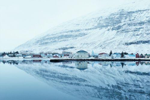sniegas,ledas,apmąstymai,vanduo,ramus,ramus,šaltas,Miestas,miestelis,pakrantės miestas,kalvos,kalnas,Alpės