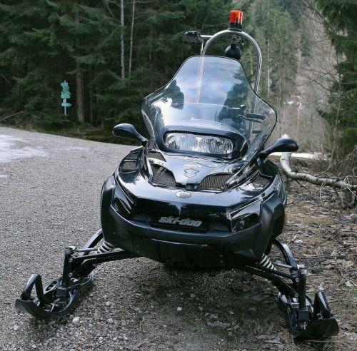 sniegomobilis,transporto priemonė,žiema,sniego transporto priemonė,motorinė transporto priemonė,priekinė plokštė,slidinėjimo doo,juoda
