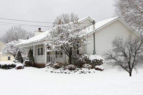 žiema, namas, sodas, kiemas, žiemos & nbsp, kiemas, sniegas, balta, šaltas, ledinis, plikas, tylus, neskaldytas, sezonas, snieguotas sodas priemiestyje