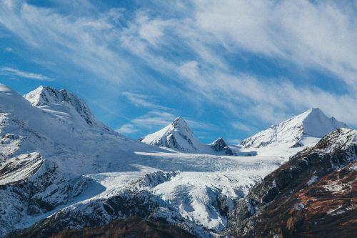 snieginiai kalnai,kalnai,kraštovaizdis,peizažas,piko,kalnų peizažas,snieguotas,žiema,saulėtas,žiemos peizažas,lauke