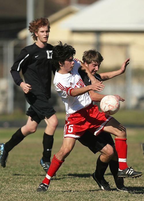 futbolas,futbolas,Sportas,rutulys,žaidimas,žaidėjas,žolė,laukas,varzybos,veiksmas,komanda,smūgis,mokykla,futbolo žaidimas,futbolo komanda,futbolo komanda,aktyvus,spardyti,futbolo kamuolys,sportiniai kamuoliai,jaunimas,jaunas,sportininkas,rungtynės