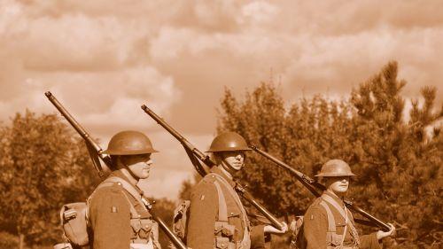 Kareivis, Pistoletas, Kariuomenė, Armija, Karas, Ginklas, Kamufliažas, Šautuvas, Apsauga, Snaiperis, Uniforma, Bullet, Amunicija, Galia, Jėgos, Konfliktas, Mašina, Šaudymas, Šalmas, Kovos, Drąsos, Stovintis, Patriotizmas, Atsakomybė, Mūšis, Pavojus, Saugumas, Taikinys, Pavojingas, Saugumas, Rizika, Apsauga, Siekimas, Vyras, Keisti, Tikslas, Ww1, Pasaulinis Karas 1, Wwi, Pirmasis Pasaulinis Karas, Pirmasis Pasaulinis Karas, Pasaulinis Karas, Reenactment