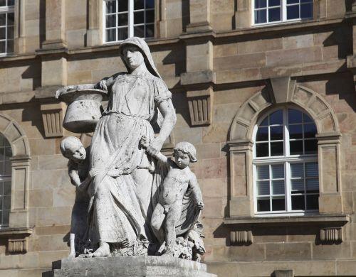 sophie-henschel-fontanas,kassel,henschel,fontanas,miestas,paminklas,architektūra,Vokietija,fontano miestas,vanduo,vandens funkcija,pastatas,turizmas,istorinis miestas,stadtmitte,Hesse