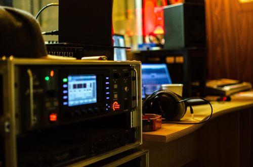 garso studija,muzika,muzikos studija,įrašymas,stiprintuvas,studija,garsas,garsas,ausinės,įrašai
