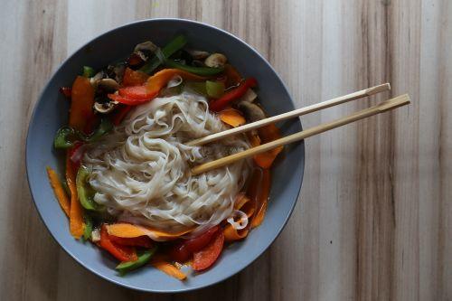sriuba,orientuotis,veganų restoranai,patiekalas,valgymas,maistas,vegetariškas,Veganas,Vietnamas,pho,sveika mityba,mityba,žalias maistas,sveikata,sveika mityba,vitaminai,daržovių,šviežumas,lieknėjimas