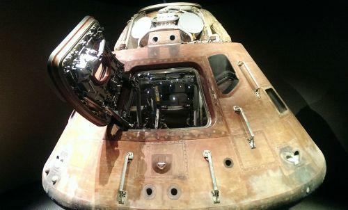 kosmoso kapsulė,nusileidimo modulis,Kennedžio kosmoso centras,NASA,mėnulis,raketa,kosmoso kelionės,mokslas,tyrimai,erdvė,mėnulio nusileidimas