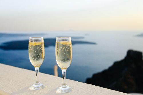 putojantis vynas,burbuliukai,akiniai,du,vaizdas,panorama,jūra,vandenynas,sala,gerti,atsipalaidavimas,romantiškas,alkoholis,šampanas,šventė,putojantis,simbolis,gėrimas,šventė,atostogos