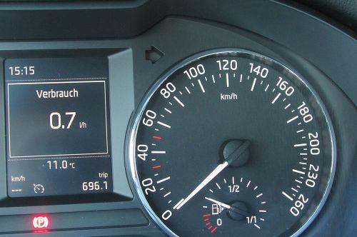 speedo,greitis,kilometro ekranas,kuro matuoklis,greičio rodymas