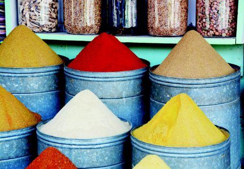 prieskoniai,farbenspiel,turgus,marrakechas