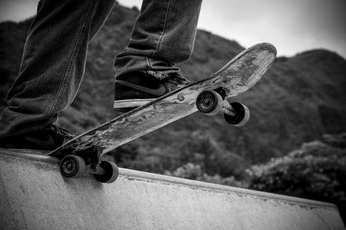 Sportas,riedlentė,važinėjimas riedlente,linksma,lauke,hobis,rizika,skate