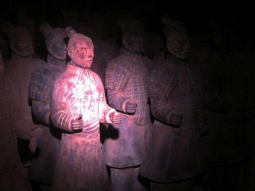 kopija, statula, karys, molis, istorinis, senovės, atradimas, kinai, krūtinės ląstos, šarvai, dėmesio centre molio kariai grupėje