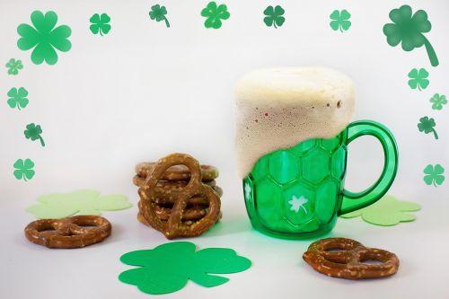 st paddy day,Šv Patriko diena,žaliosios alaus,alus,keramzelės,žalias,airiškas,šventė,saint,šaukštas,paddy,tradicinis,šventė,dobilas,Kovas