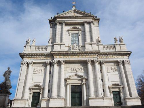 St Ursus katedra,katedra,solothurn,Šv ir Velerio katedra,St Ursen katedra,st-ruseno katedra,Romos katalikų,romėnų bažnyčios katalikų vyskupija,Šveicarija,ankstyvojo klasicistinio stiliaus,bažnyčios pastatai,pagrindinis fasadas,palengvėjimas,johann baptist babel