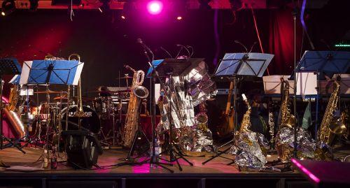 etapas,instrumentai,muzika,muzikos instrumentai,koncertas,gyventi,gyvas koncertas,trimitas,saksofonas,būgnas