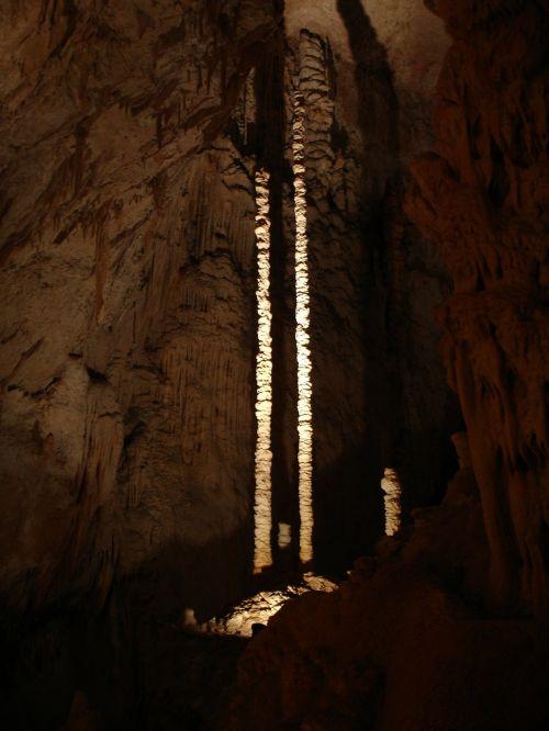 stalaktitas,speleo temos,aven dorgnac,urvas,ardeche,france,tamsi,kalkės